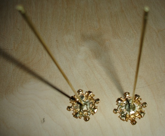 doyoudesigntoo wordpress com Agujas DIY Clip-On Earrings Adhered To Brass Rods Grey Epoxy Painted Gold Guia Practica Mallas Pello Fallera Valencia Hair Spain