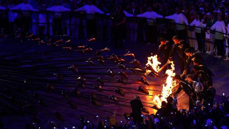 dezeen com_London-2012-Olympic-Cauldron-by-Thomas-Heatherwick-4