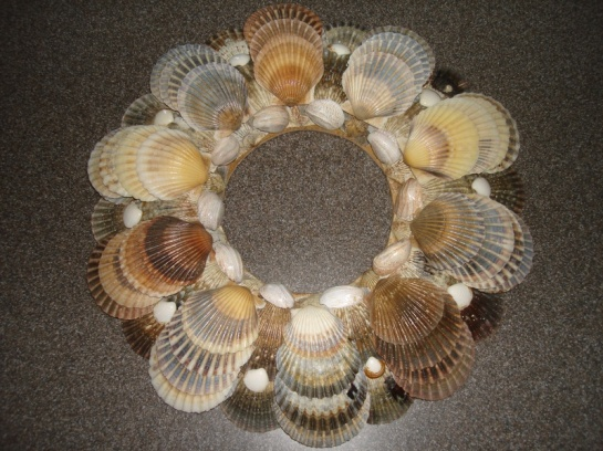 nantucketshelldesigns com scallop wreath 90  01.16.12
