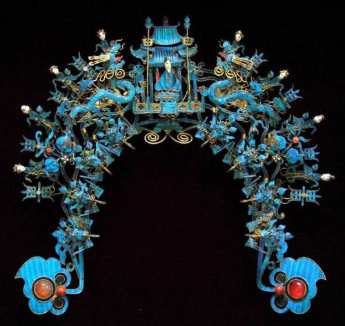 Kingfisher Blue Chinese Headdress belonging to Eric Zhuang. From: http://barbaraanneshaircombblog.com/2009/10/10/kingfisher-blue/