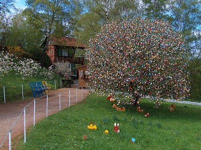 Volker Kraft's Easter Tree Decorated by 9500 Eggs 1