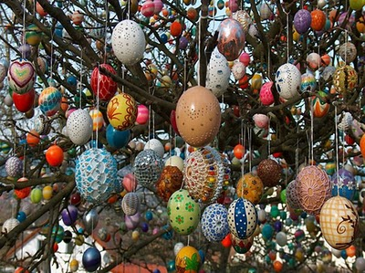 Volker Kraft's Easter Tree Decorated by 9500 Eggs 2