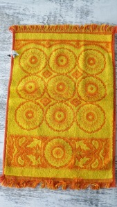 stillstunning blog com orange vintage embossed towels 3