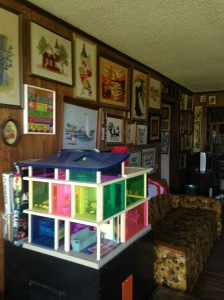 doyoudesigntoo wordpress com Sarah living room house vintage 1970s kaleidoscope dollhouse